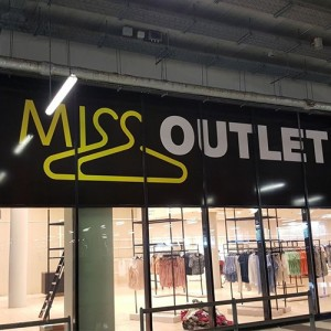Miss Outlet signing Blomsma